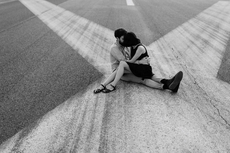 paarfotos-berlin-feld-natürlich-echt-verliebt
