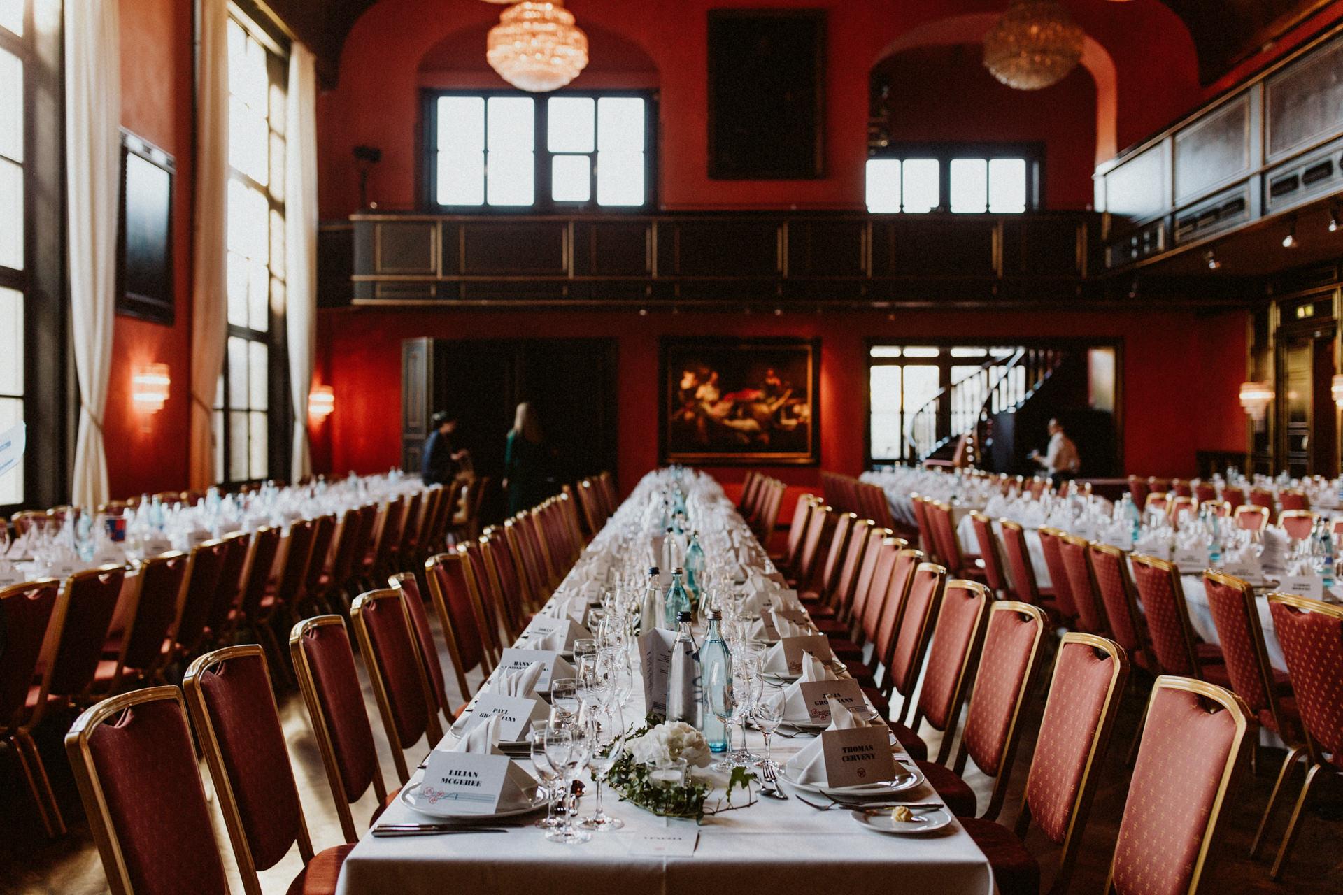 künstlerhaus münchen tafel hochzeit eingedeckt tische