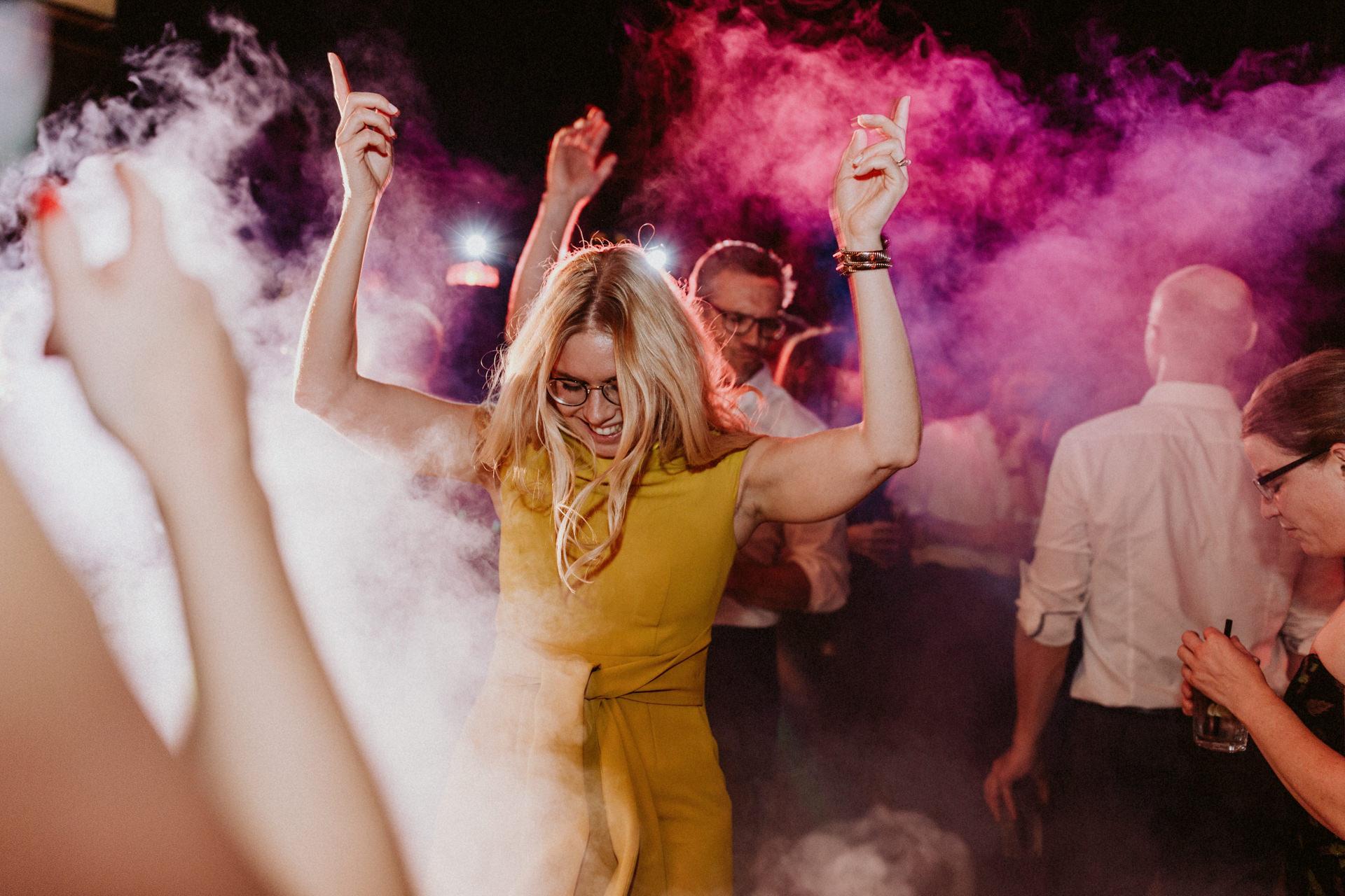 hochzeitsparty künstlerhaus münchen zusammen tanzen feiern